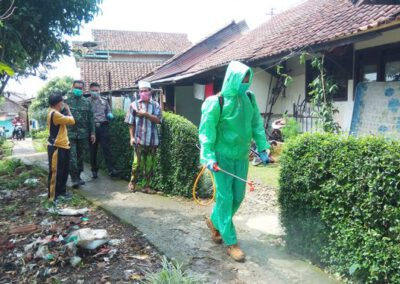 Cegah Covid-19, Pemdes Lakukan Disinfeksi Lingkungan
