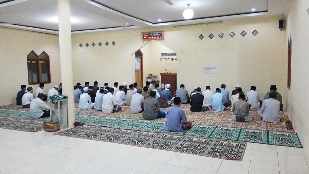 Gerakan Sholat Subuh Berjamaah di Masjid