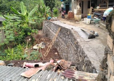Pembangunan Tembok Penahan Tanah (TPT)